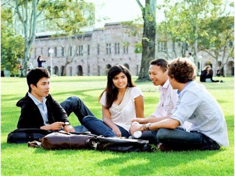 Học tại Học viện Kaplan Singapore, lấy bằng của Anh